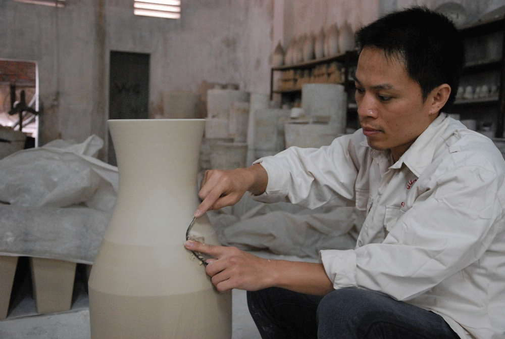 Bat-Trang-vases---craftsmen