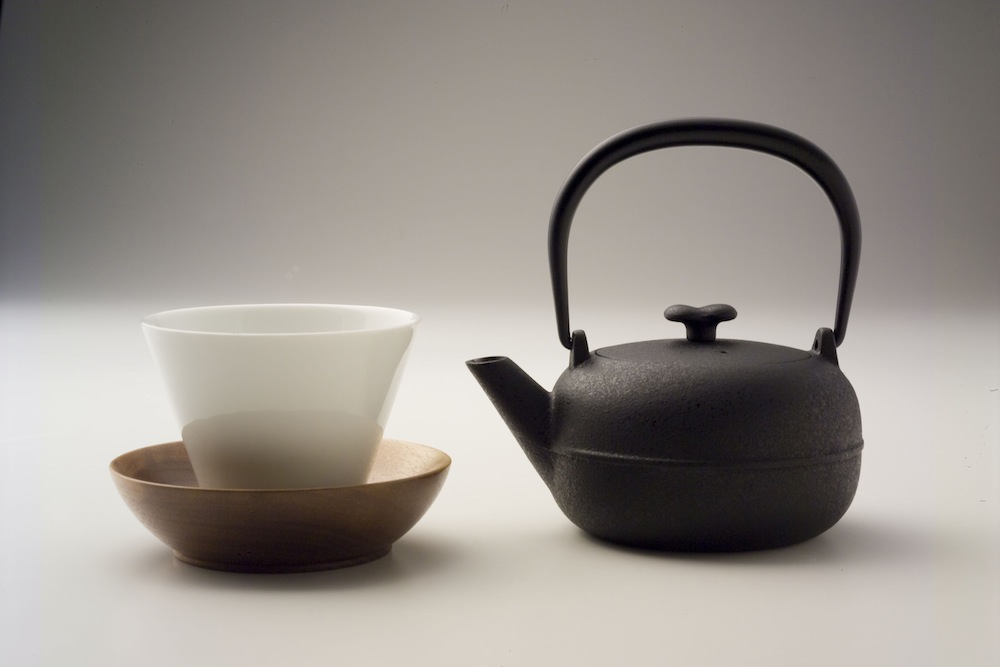 Iron tae pot by Toshiyuki Kita
