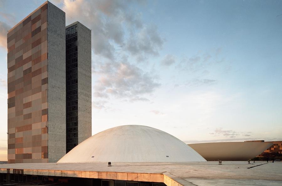 Oscar Niemeyer: Congresso Nacional do Brasil / National Congress of Brazil - Brasília, Brazil 1958. © Cristiano Mascaro