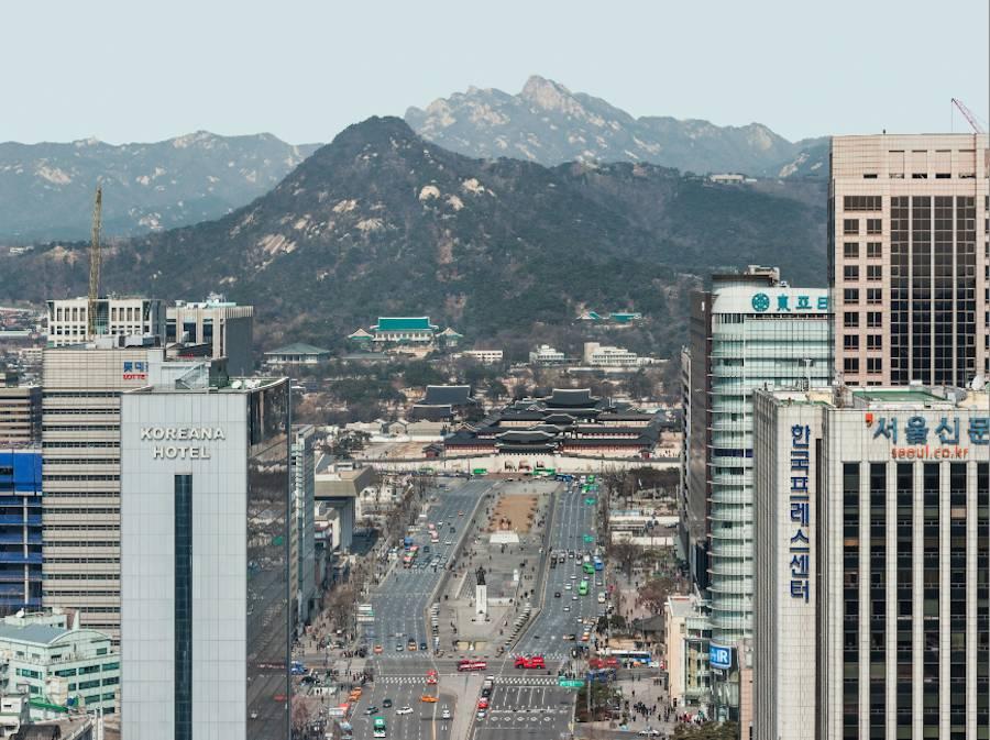 "Korean Pavilion ""Crow's Eye View"" - Sejong-ro, Seoul, 2014; photo by Kyungsub Shin © Kyungsub Shin"