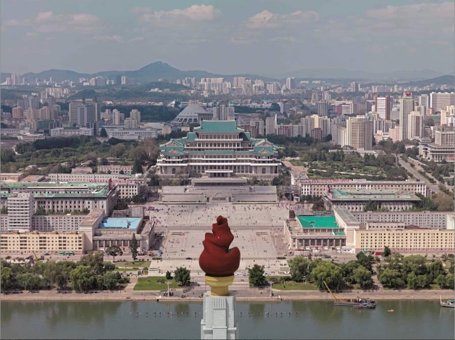 "Korean Pavilion ""Crow's Eye View"" - Kim Il-sung Square, Pyongyang, 2010; photo by Philipp Meuser © Philipp Meuser"