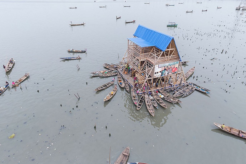 Mokoko Floating School by NLÉ - Photo by Iwan Baan.