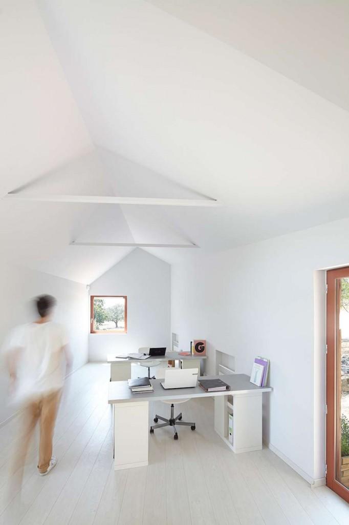h2o architectes: La Cabotte wine-hub