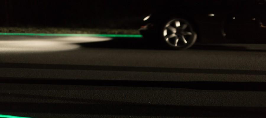 5 Glowing Lines Roosegaarde car