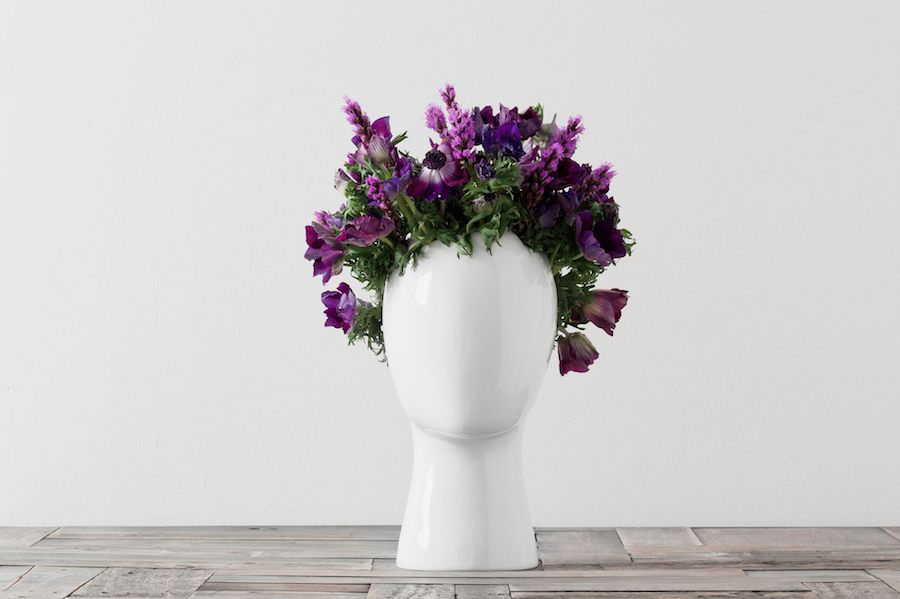 WIG VASE GLOSSY WHITE PURPLE FLOWERS
