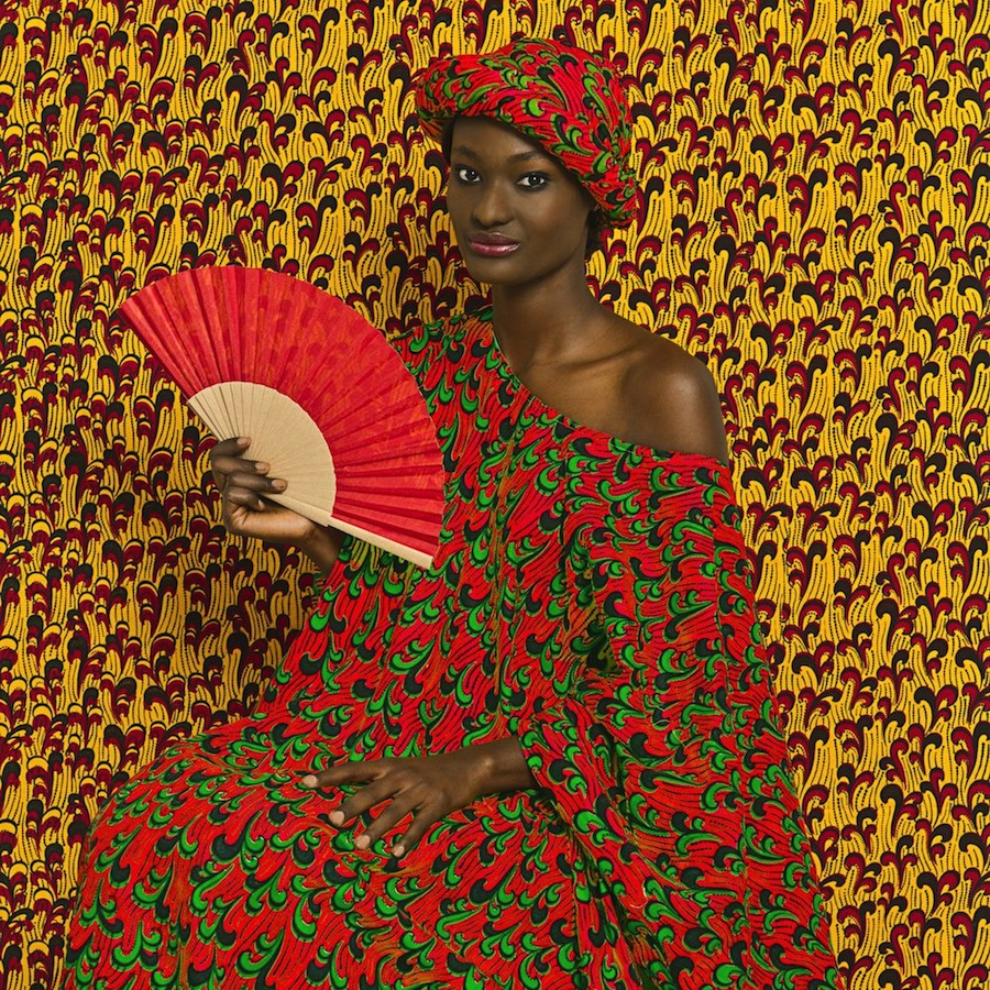 Making Africa - Omar Victor Diop, »Aminata« Fotografie aus der Serie/ photograph from the series »The Studio of Vanities«, 2013 © Victor Omar Diop, 2014, Courtesy Magnin-A Gallery, Paris.