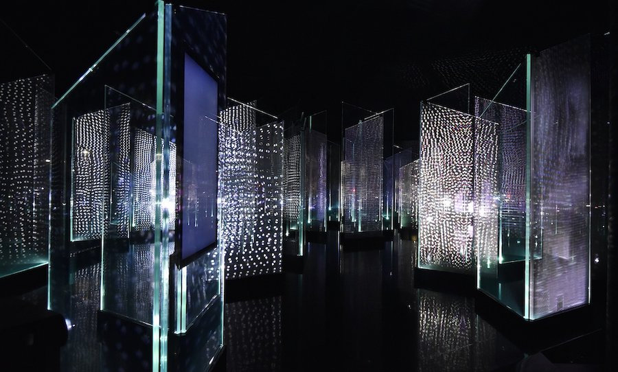 Installation GLACIER FORMATION by Asahi Glass Company (AGC)  - Photo by Takehiko Niki.
