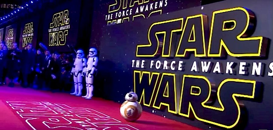 """BB-8 on the Red Carpet - Frame from the European premiere of """"Star Wars Episode VII: The Force Awakens"""" - Click on picture to watch."""