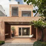 H Arquitectes design 1014 House squishing red-bricked courtyards