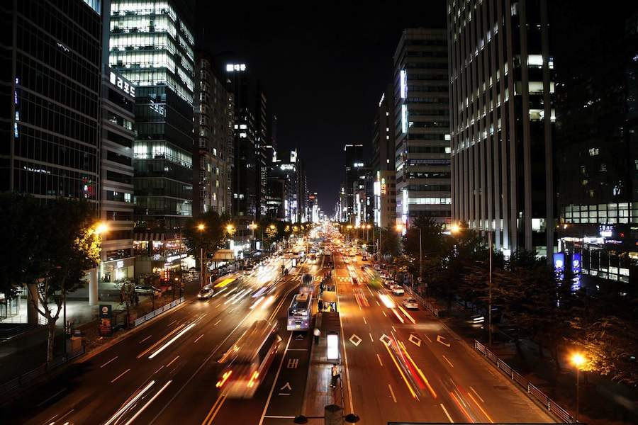 Seoul traffic by night photo by Ian - Clickr CC