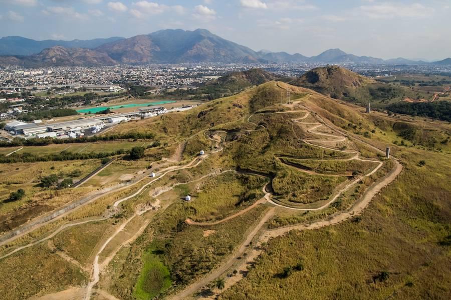 Zona A, Mountain Bike hill - Photo: ©Gabriel Heusi, courtesy of Vigliecca & Associados.