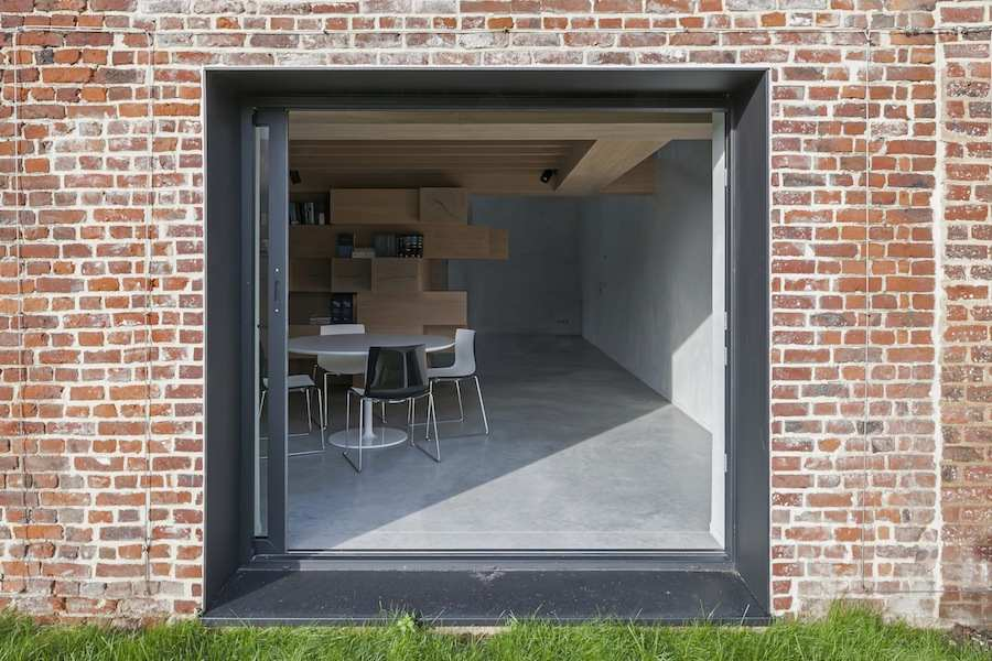 Office-Barn in West Flanders - photo by Koen Van Damme - Courtesy of Studio Farris Architects.