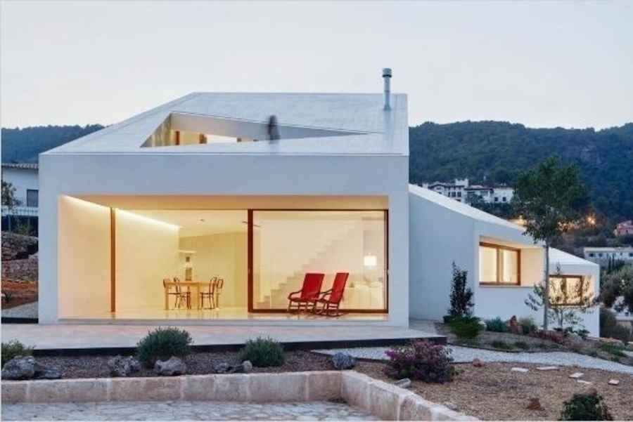 House Award: OHLAB Oliver Hernaiz Architecture Lab, House MM, Palma de Mallorca, Spain.
