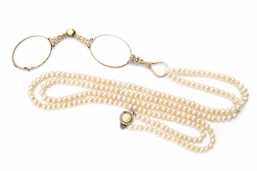 Folding lorgnette with pearl necklace, Central Europe, early 1900s.