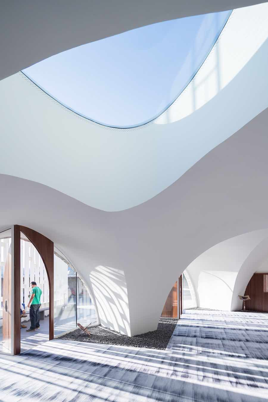 L.E.F.T. adds contemporary light structure to Lebanese Mosque - Photo by Iwan Baan. Courtesy of L.E.F.T.