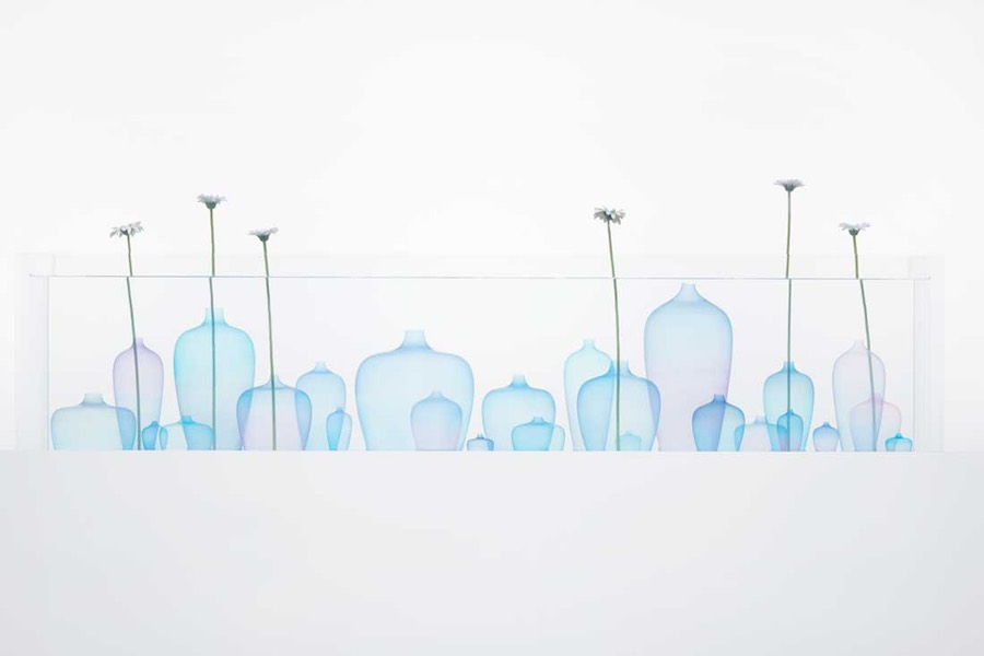 Nendo: Jellyfish vase - Photo by Akihiro Yoshida.