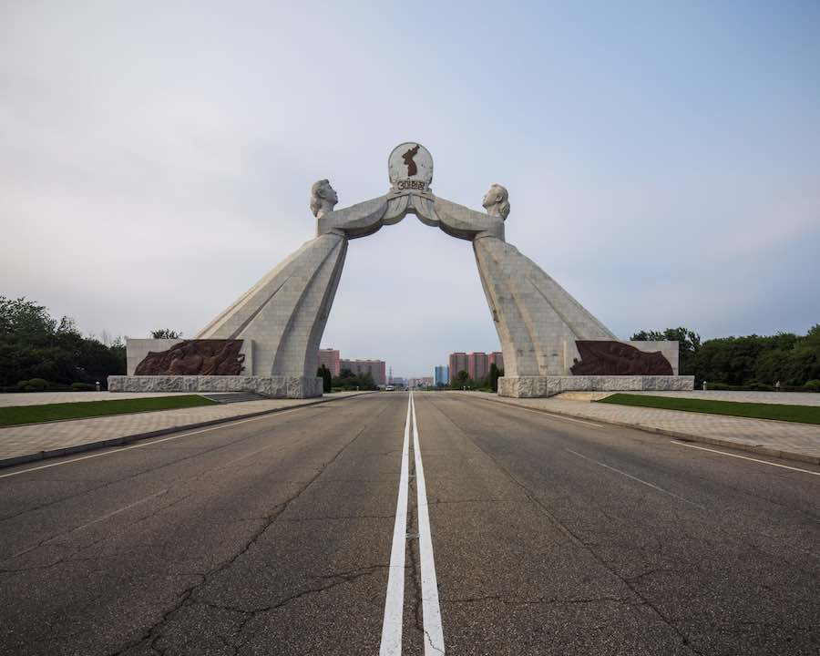 Two Sisters Monument, Pyongyang - Photo by Raphael Olivier.