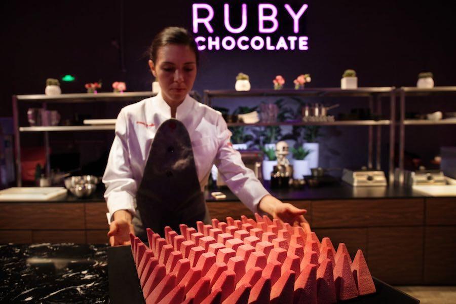Ruby Chocolate cake – Photo by Dinara Kasko.