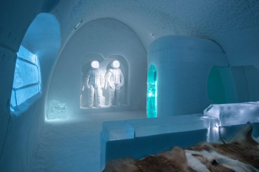 "Art suite ""Space Room"" by Adrian BoisPablo Lopez. c ICEHOTEL 28, Photo by - Asaf Kliger."
