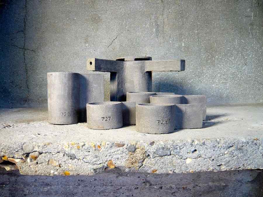 LA T concrete teapots by FCK - Frédérick Gautier for Serax