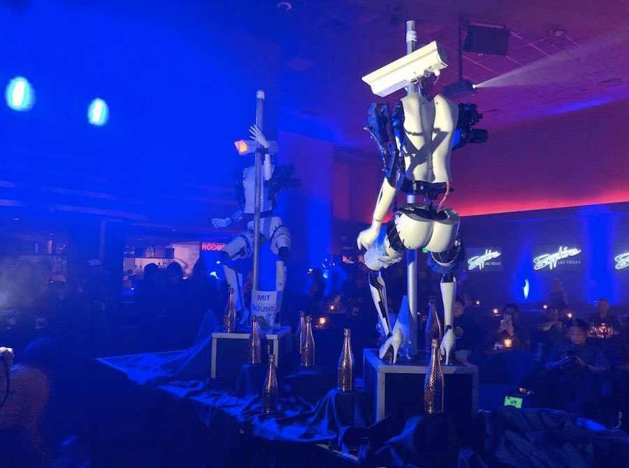 Pole dancing robots by Giles Walker at the Sapphire Gentlemen Club in Las Vegas - Photo by Photo by @duanellave via IG.