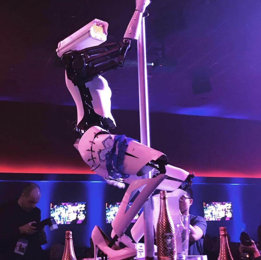 Pole dancing robots by Giles Walker at the Sapphire Gentlemen Club in Las Vegas - Photo by Photo by @nanoen via IG.