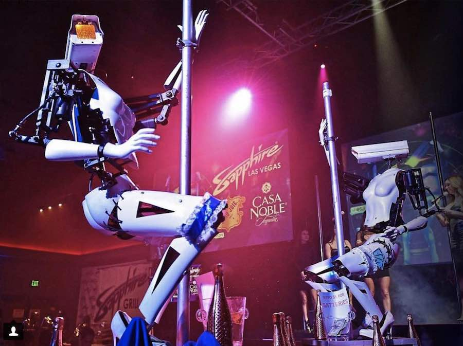 Pole dancing robots by Giles Walker at the Sapphire Gentlemen Clun in Las Vegas - Photo by @neonpublicrelations via IG.
