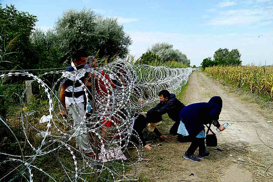 Hungarian-Serbian border barrier - Wikimedia, CC.