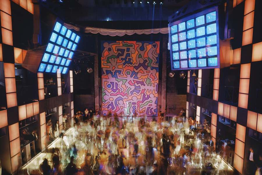 Palladium, New York, 1985. Architect: Arata Isozaki, mural by Keith Haring. © Timothy Hursley, Garvey|Simon Gallery New York
