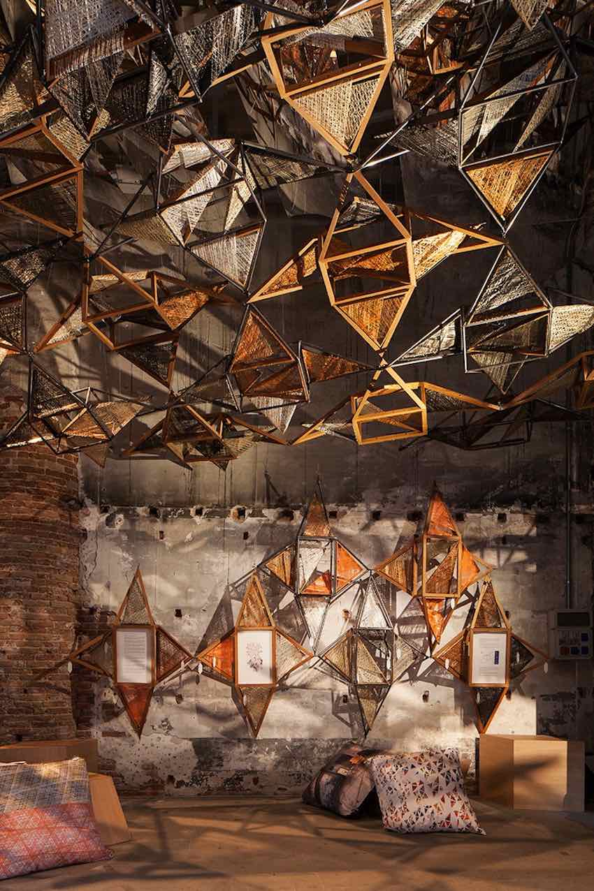 Instasllation by Miralles Tagliabue EMBT - Photo by Francesco Gali, courtesy of La Biennale di Venezia.