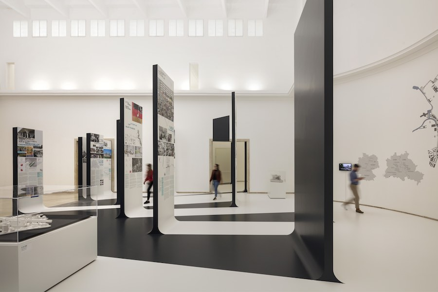 Unbuilding Walls. Germany Pavilion @ Venice Biennale 2018 - Photo by Jan Bitter - Courtesy of the German Pavilion.