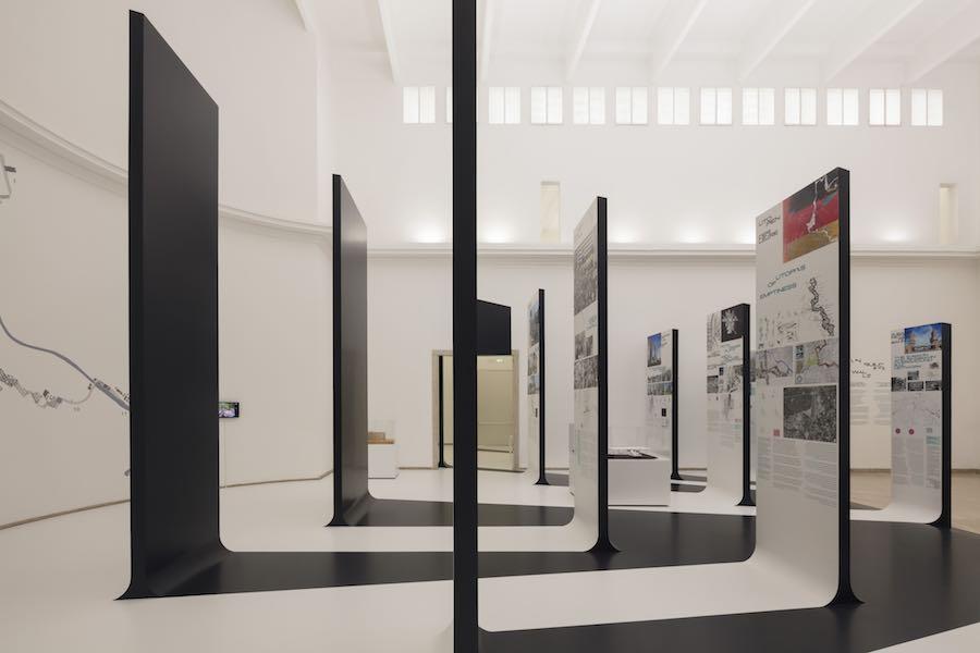 Unbuilding Walls. Germany Pavilion @ Venice Biennale 2018 - Photo by Jan Bitter - Courtesy of the German Pavilion.