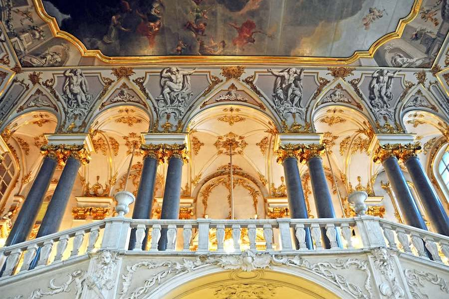 08. St Petersburg – Hermitage Jordan Staircase – Photo by Chatsam – Photo by Dennis Jarvis CC