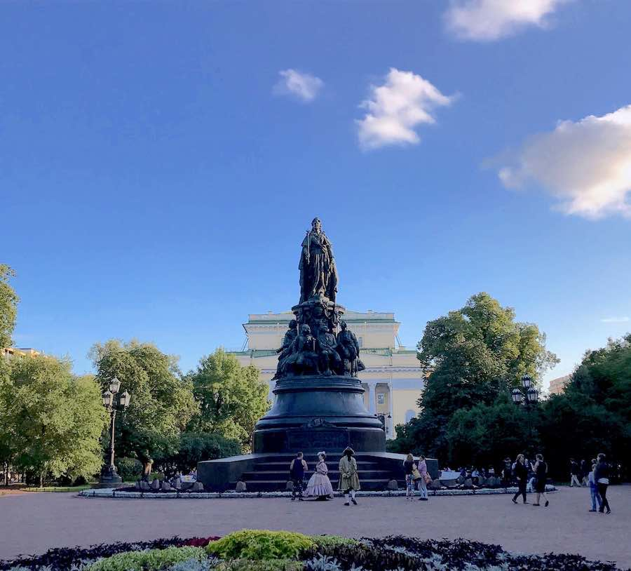 St Petersburg - Statue of Catherine the Great in Ostrovskogo ploshchad - Photo by Enrico Zilli @Archipanic.