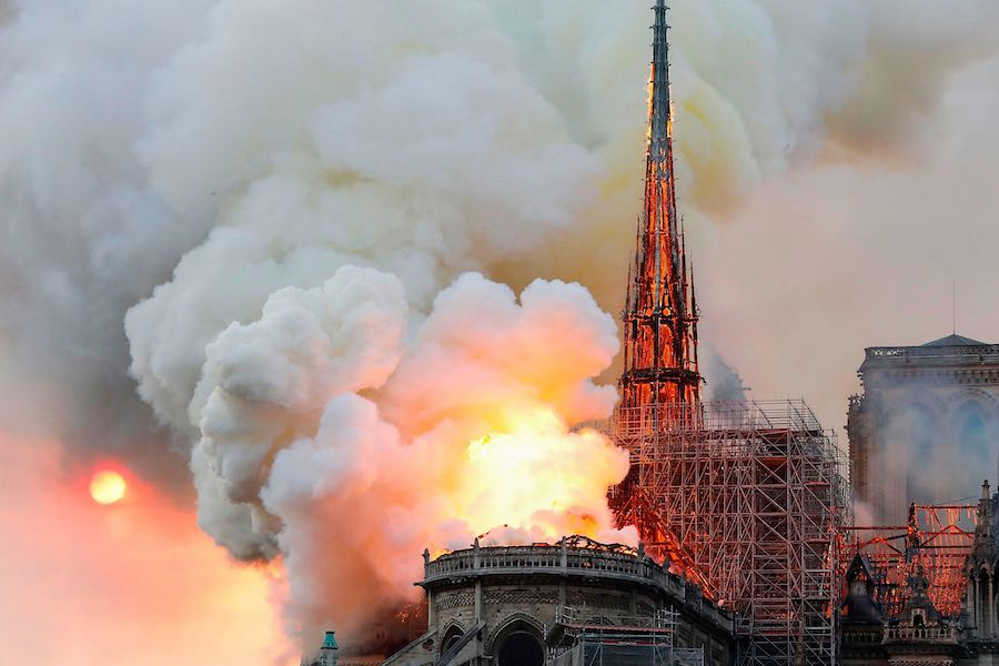 Notre-Dame Fire - Photo by Adam Nossiter and Aurelien Breeden via manhai CCby2.0.