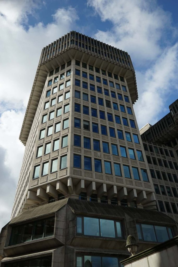 102 Petty France by Fitzroy Robinson & Partners with Sir Basil Spence, 1976- Wikimedia, CC BY-SA 2.0.