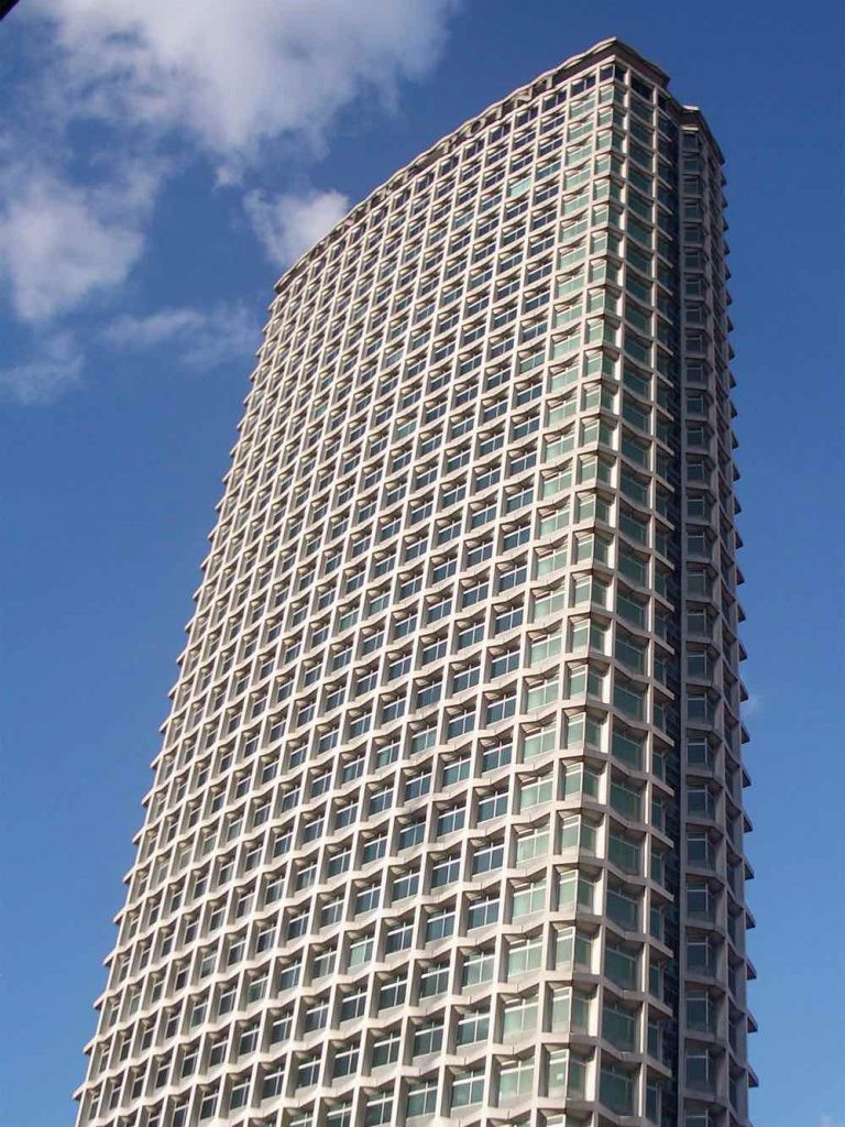 Centre Point by George Mash, 1966 - Photo by Louisa Thomson, CC BY-ND 2.0.