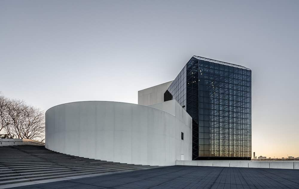 John F. Kennedy Presidential Library and Museum by I M Peng in Washington - Photo by Maciek Lulko
