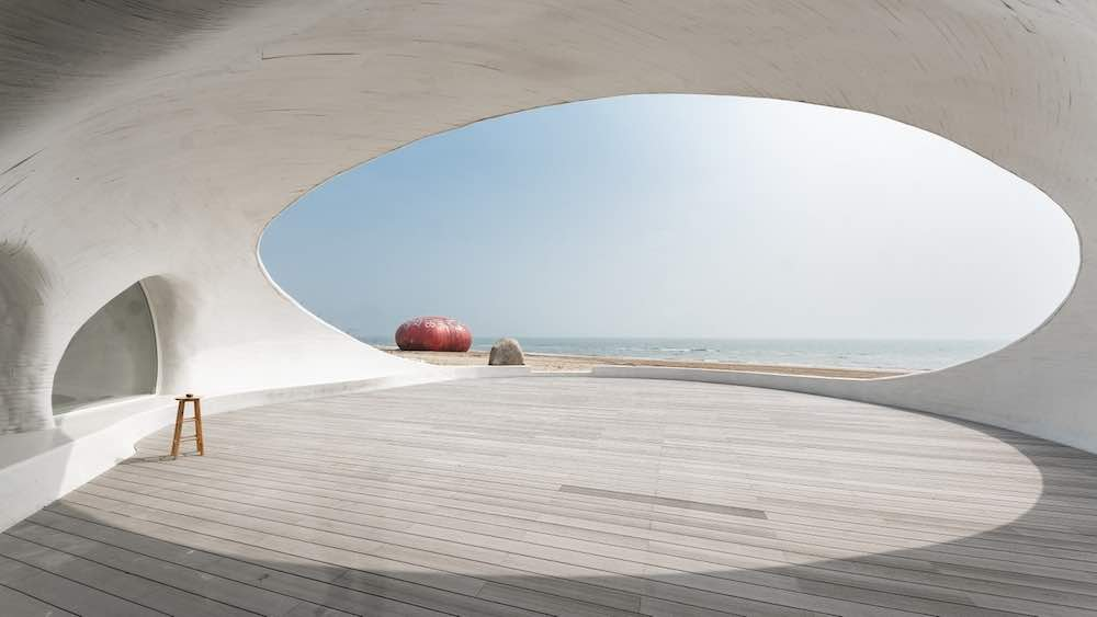 UCCA Dune Art Museum aerial view. Outdoor exhibition terrace - Photo by ZAIYE Studio