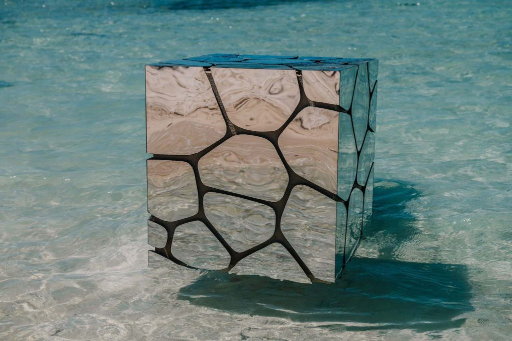 Aqua Bar Cube Silver by Francesco Maria Messina for CYPRAEA - Photo by Eric Lee, courtesy of CYPRAEA