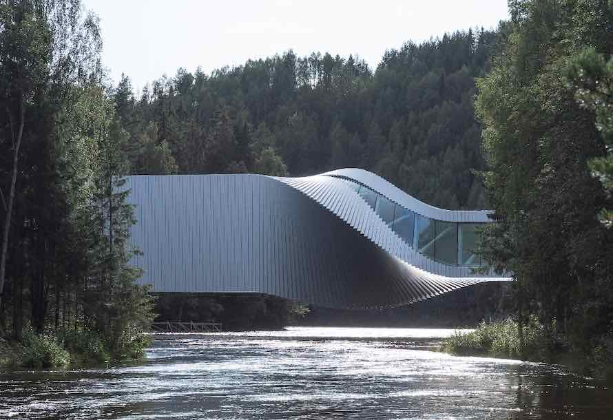 Twisting bridge-museum