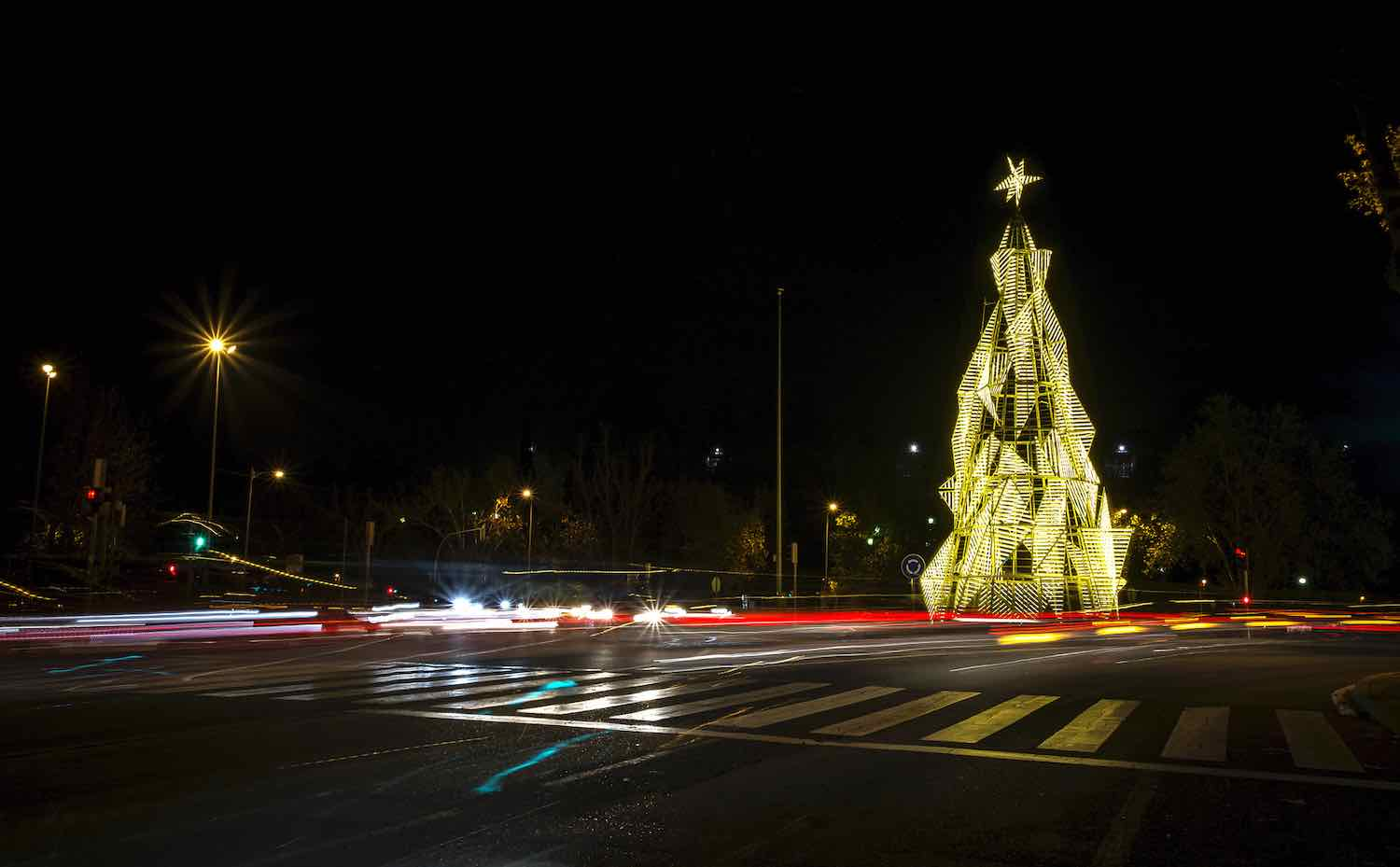 Sergio Sebastián's BaumHaus Christmas tree in Madrid - Photo by Irene Ruiz Bazán - courtesy of Sebastián Arquitectos.