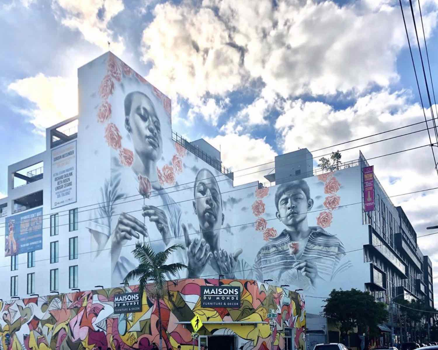 Street art in the Miami's Wynwood district - Phot via IG by @linktoart.