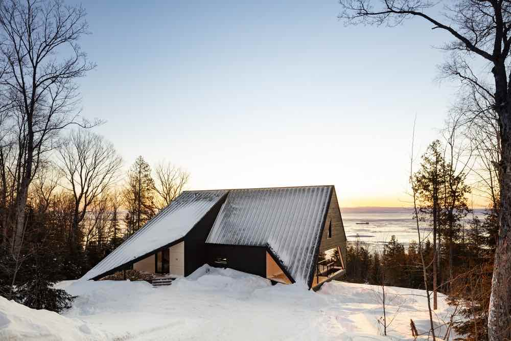 CABIN A by Bourgeois Lechausseur architectes - Photo by Maxime Brouillet. Courtesy of Bourgeois-Lechasseur architectes.