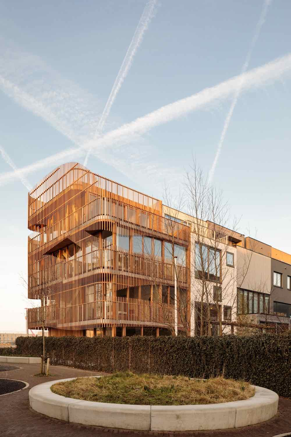 Freebooter building by GG-Loop in Amsterdam - Photo by Francisco Nogueira.