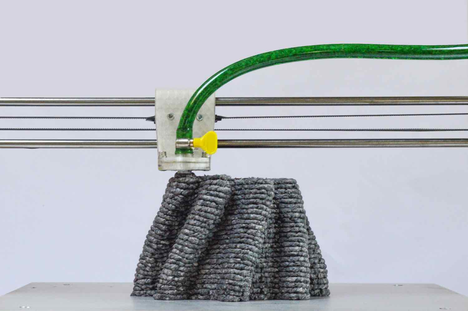 3D-printing paper pulp by Beer Holthuis.