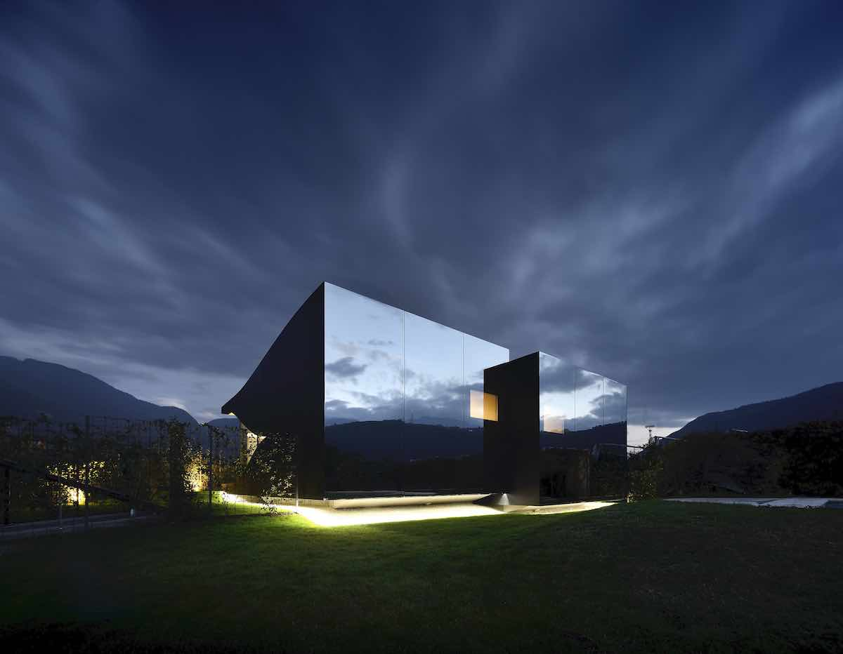 MIRROR HOUSES by Peter Pichler Architects - Photo by Oscar da Riz, courtesy of Peter Pichler Architects.