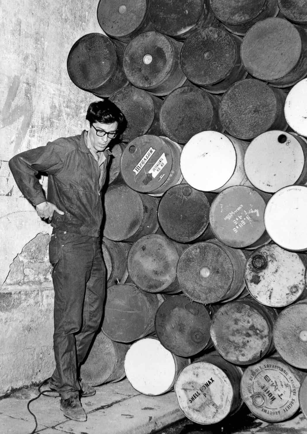 Wall of Oil Barrels, Paris 1962 - Photo by Shunk-Kender ©Christo