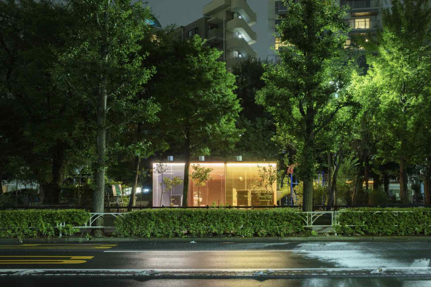 Transparent Public Toiltes by Shigeru Ban in Sibuya, Tokyo - Photo by Satoshi Nagare, courtesy of The Nippon Foundation.