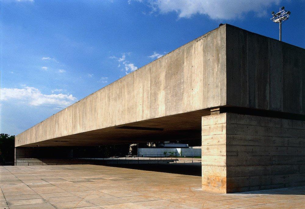 The Brazilian Sculpture Museum MuBE by Paulo Mendes da Rocha in São Paulo, 1998 - Photo by Nelson Kon.